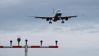 Flugreisen in Zeiten von Corona (Foto: dpa Bildfunk, picture alliance/Silas Stein/dpa)