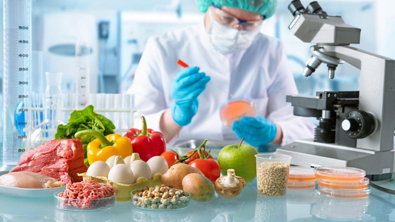 Lebensmittel im Labor (Foto: Fotolia.com / Alexander Raths)