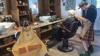 Besuch im Barber-Shop (Foto: SWR3)