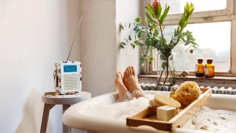 Digitalradio hören im Bad (Foto: ard-foto s1, ARD)