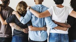 Menschen helfen einander in Notsituationen - Studie (Foto: fotolia/Rawpixel.com)