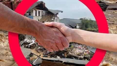 Zwei Menschen geben sich die Hand im Hintergrund Hochwasser Trümmer (Foto: Imago, IMAGO_Future IMAGO / PhotoAlto IMAGO / Bernd März)