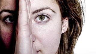 Frau mit zwei Gesichtern (Foto: imago images, imago/allOver)