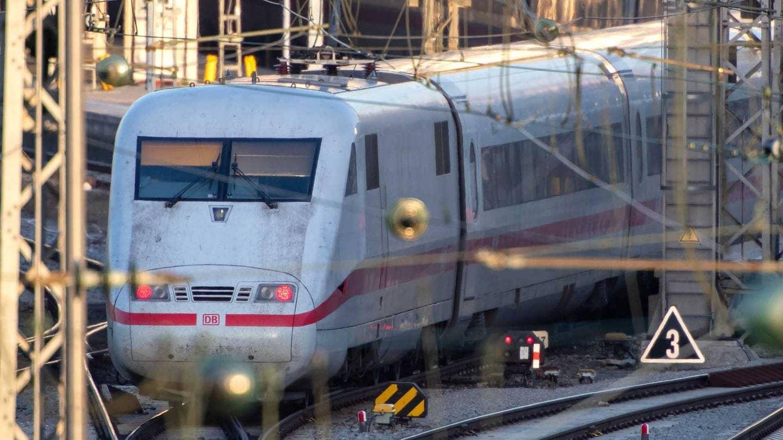 Ein ICE der Deutschen Bahn fährt aus dem Hauptbahnhof München aus (Foto: dpa Bildfunk, Picture Alliance)