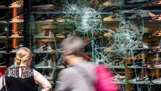 Krawallnacht in Stuttgart (Foto: dpa Bildfunk, picture alliance/Christoph Schmidt/dpa)