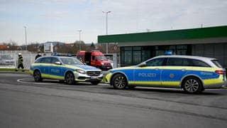 Polizei vor den Wild-Werken in Eppelheim nach Explosion einer Paketbombe (Foto: dpa Bildfunk, picture alliance/dpa   Rene Priebe)