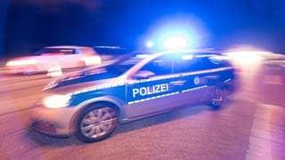 Ein Polizeifahrzeug mit Blaulicht (Foto: dpa Bildfunk, Picture Alliance)