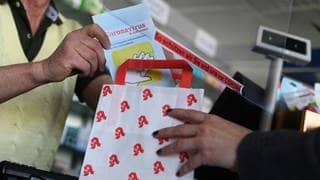 Apotheken in Deutschland beginnen heute schrittweise damit, digitale Corona-Impfnachweise auszustellen (Foto: dpa Bildfunk, picture alliance/dpa | Uli Deck)