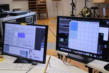 Bei den Klangexperimenten werden gezielt diverse Klang-Spektren aus dem Tamtam ermittelt. Anschließend werden die Spektren kategorisiert, um sie mit Obertonreihen in Verbindung zu setzen, auf denen das neue Stück von Lisa Illean konzeptuell aufgebaut ist.