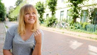 Interview mit Singer-Songwriterin Lina Maly (Foto: SWR)
